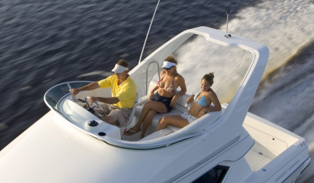 Goa-yacht-rental-bayliner-discovery-2