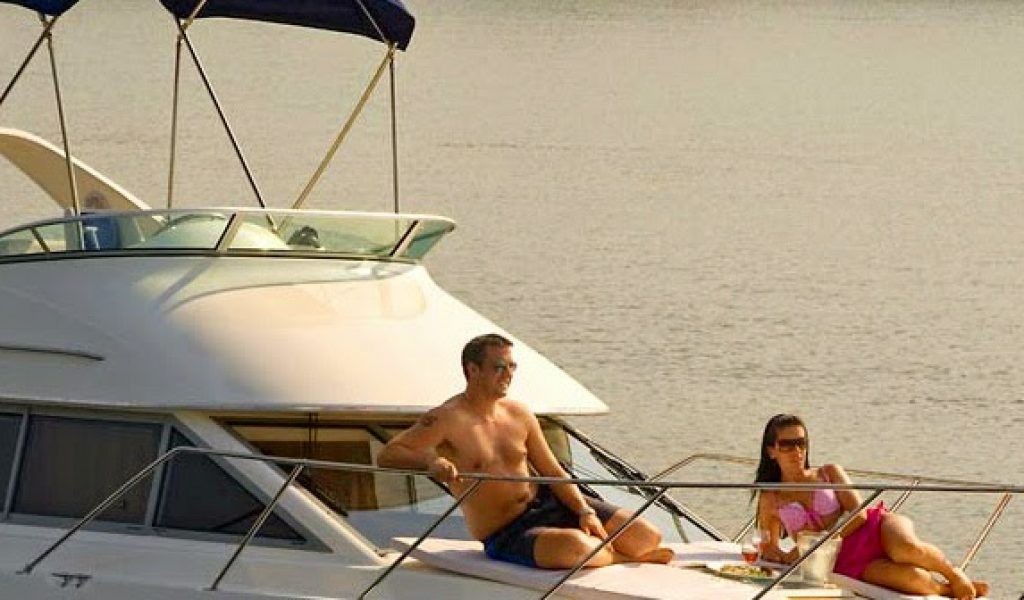 Goa-yacht-rental-bayliner-discovery-3