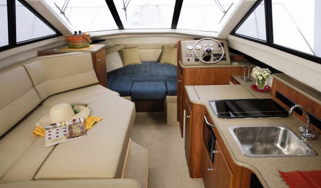 Goa-yacht-rental-bayliner-discovery-7