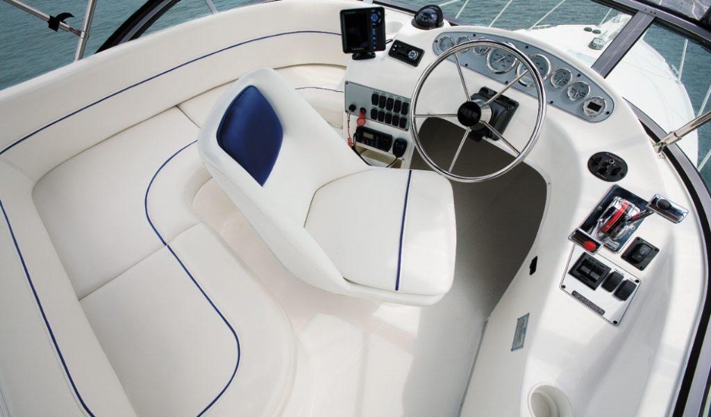 Goa-yacht-rental-bayliner-discovery-8