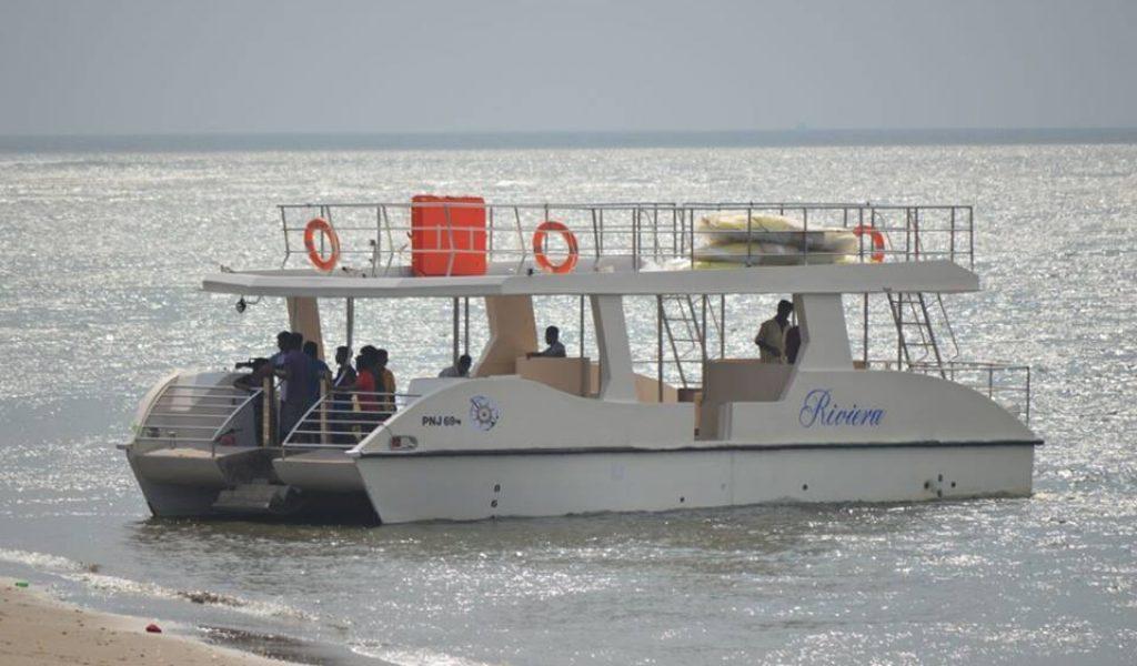 double-decker-yacht-in-goa-1