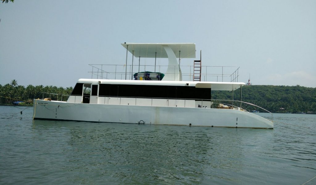 family-yacht-goa-1