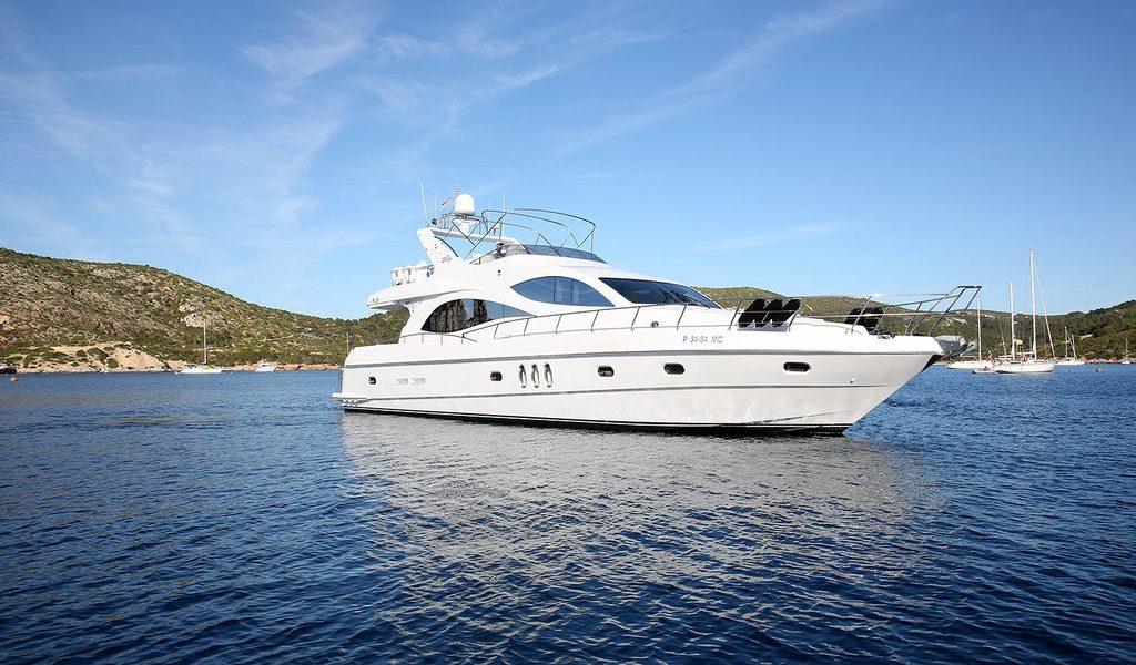 majesty-yacht-charter-goa-2